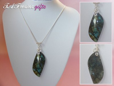 Exquisite 925 Labradorite music themed necklace