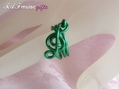 Green treble clef music themed statement ring