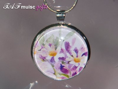 Handmade white daisy picture Glass dome necklace