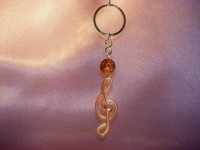 Music themed light brown treble clef key ring