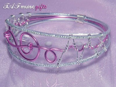 Music themed pink treble clef bangle