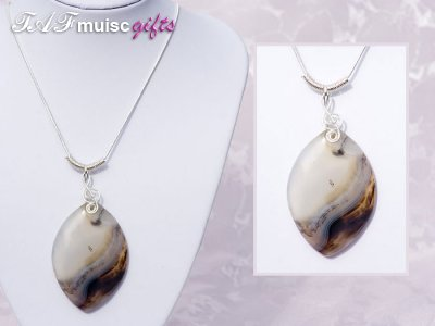 Treble clef wavy pattern Agate necklace