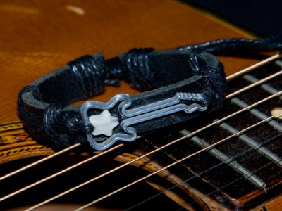 Unisex guitar glow star black leather bracelet